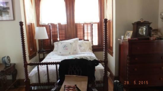Whitaker-Huntingdon Inn: my friend's bedroom