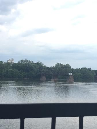 Duke's Bar and Grill: Great view of the river