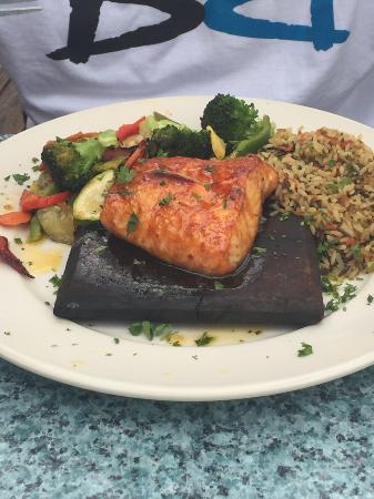 Duke's Bar and Grill: Excellent Salmon