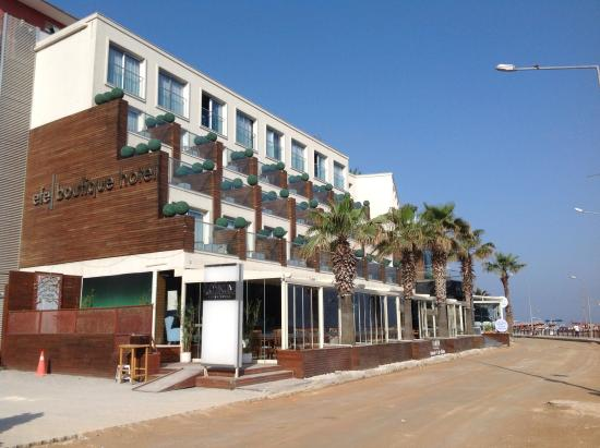 Efe Boutique Hotel: View from the street