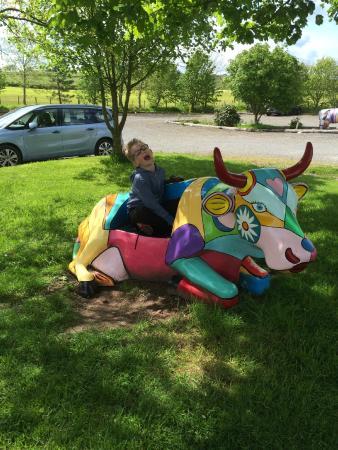 Dalton Pottery Art Cafe: Colourful cow!