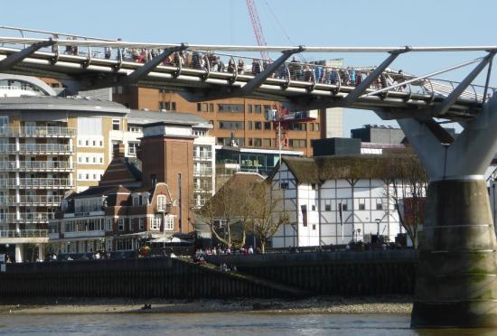 Risultati immagini per globe millennium bridge