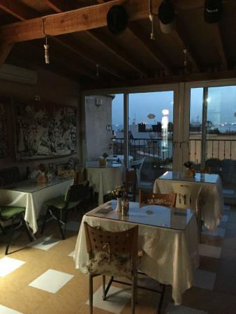 Mystic Hotel: dining room
