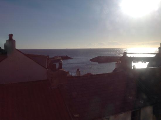 The Endeavour Staithes with Luxury Bed & Breakfast: View from Seaview Room