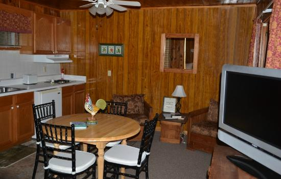 Mountain Lake Cottages: ROOM/SUITE 10 DINING/KITCHENETTE