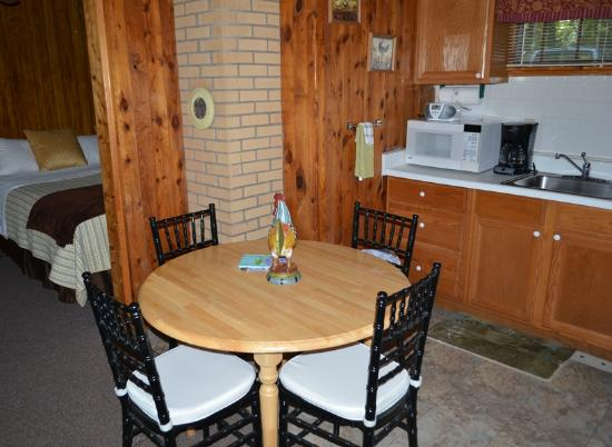 Mountain Lake Cottages: ROOM/SUITE 10 KITCHENETTE