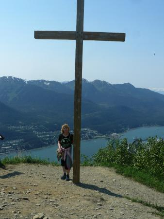 Perseverance National Recreation Trail: The old cross on the Gold Ridge Trail