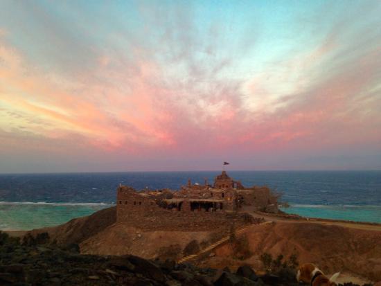 Castle Zaman: Sunset over the gulf of Aqaba