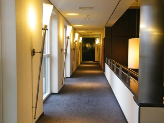 NH Waalwijk: Couloir ammenant aux chambres