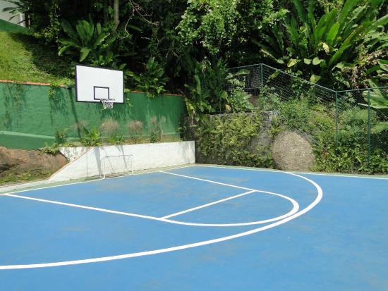 Hotel Coquille - Ubatuba: Half basketball court