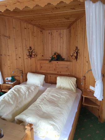 Landhotel Hauserbauer: Ein gemütliches Bett