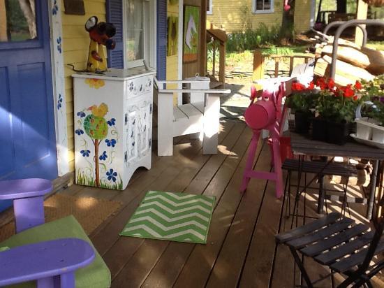 Inky Dinky Oinkink: Breakfast on the porch
