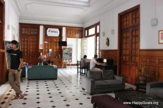 1900 Backpacker's Hostel: A nice area to sit, relax and work on your social skills (on- and offline)