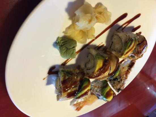 Sakura Asian Restaurant : Eel lover roll