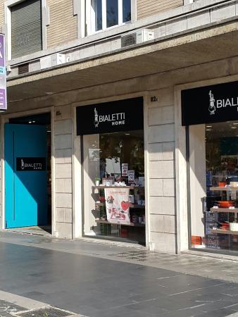 Via Cola di Rienzo: Il negozio dellaBialetti la caffettiera degli italiana apre il negozio  a Piazza Cola di Rienzo
