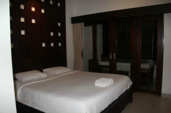 Billy Pendawa Homestay: Kingsize Bed