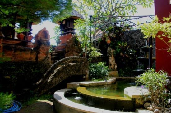 بيلي بينداوا هومستاي: Private Temples