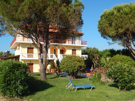 Villa Pantis Studios - Apartments