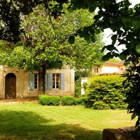 Saint Magne de Castillon, ฝรั่งเศส: View of La Maisonnée Girondine from the garden