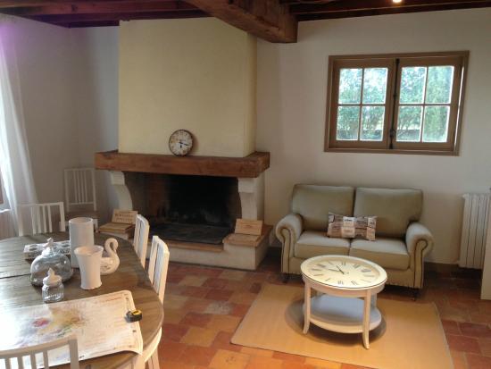 Saint Magne de Castillon, ฝรั่งเศส: Breakfast and lounge area
