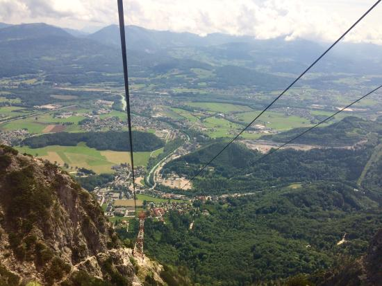 how to get to untersberg cable car from salzburg