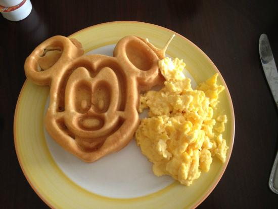 Homewood Suites by Hilton Lake Buena Vista-Orlando: Mickey waffles :)