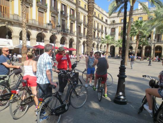 """Barcelona CicloTour : The guide """"Moritz"""" in action."""