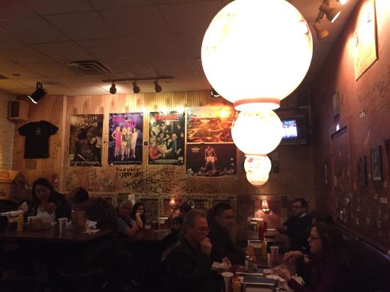 burger joint: ambiente