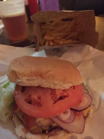 burger joint: Cheeseburger