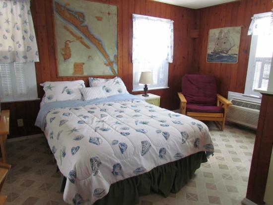 Pelican Post Motel: The Cottage - Queen Bed