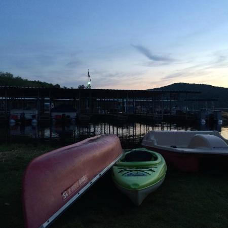 Gauthier's Saranac Lake Inn and Hotel: Canoes