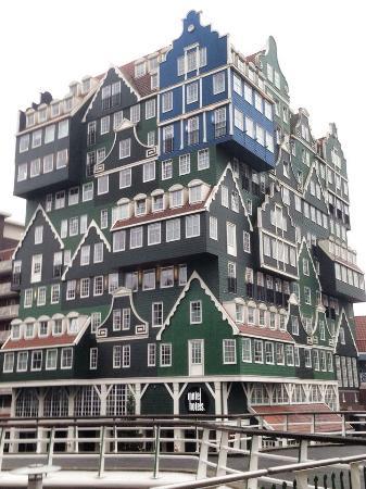 L'Hotel di giorno, come un gioco Lego. Divertente - Picture of ...