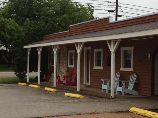 Frontier Inn Motel & RV Park: rooms