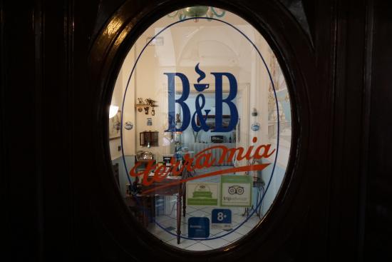 B&B Terra Mia : main door's window