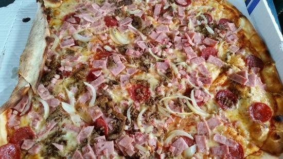Fellini Pizza Og Grill Svolvaer: Fellini Pizza Og Grill Svolvær