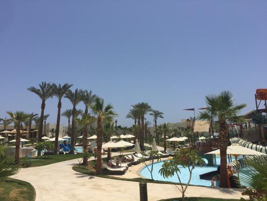 Le Royal Holiday Resort: Poolside