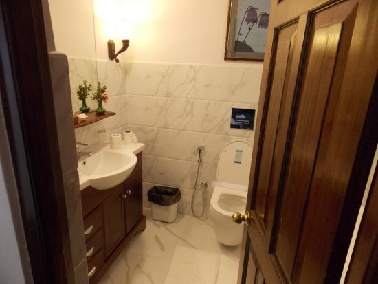 The Elgin Silver Oaks, Kalimpong : Bathroom