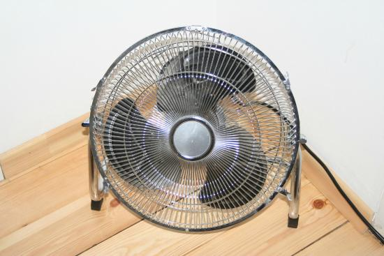 alle zimmer sind mit einem ventilator ausgestattet bild von swissstar b b st petersburg. Black Bedroom Furniture Sets. Home Design Ideas