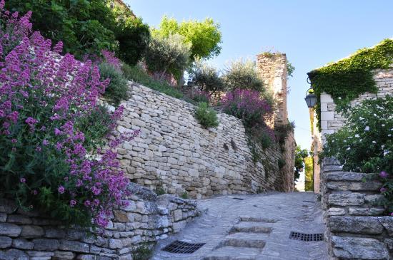 Les Balcons du Luberon: Une ruelle de Gordes