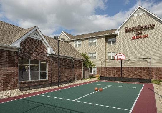 Residence Inn Indianapolis Airport: Sport Court