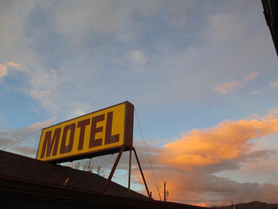 The Canyon Motel: Canyon Motel, Hot Sulphur Springs, Colorado
