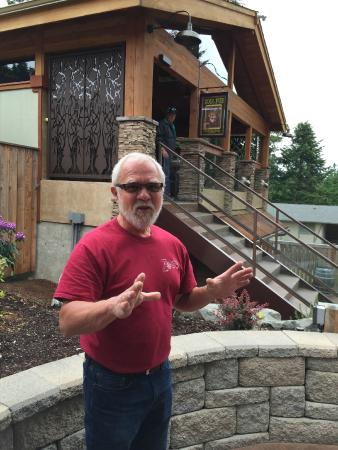 Fox Island, Etat de Washington : The 'Zog in Zog's Beer Garden, Dwayne Herzog, explains the vision behind the gathering space.