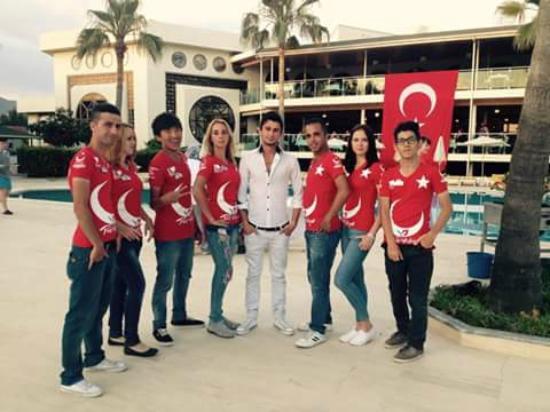 M.C. Park Beach Resort: Турецкая ночь в отеле.Не дают скучать команда аниматоров.