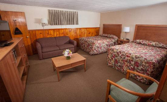 Knotty Pine Motel: Deluxe Double Room