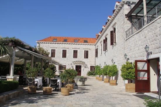 Hotel Kazbek : courtyard