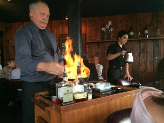 Masthead Restaurant: Tableside flambe.