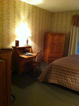 Red Maple Inn Bed & Breakfast: our room