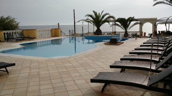 Sea Breeze Family Beach Hotel: Sea Breeze Swimming Pool