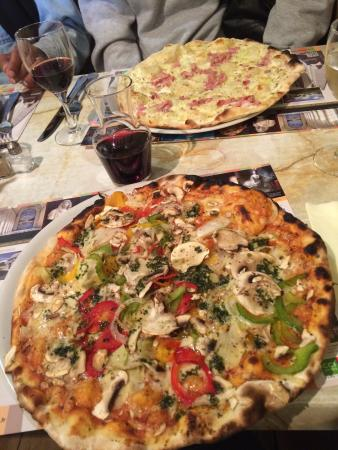 Le Vidocq: Veggie Pizza and the special of the day... Flammkuchen!