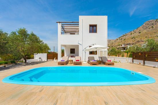 Melfe Villas: Melfe villa with private pool